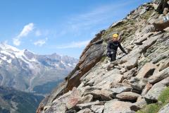 Abstieg über Aufstiegsroute - steiles Blockgelände am Almagellerhorn