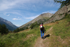 Fußweg zum Sessellift Furggstalden