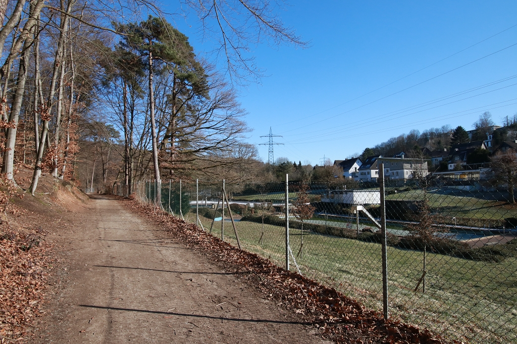 Bensberger Schlosswegs (Streizug Nummer 13) - Freibad Milchborntal