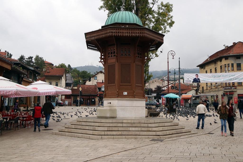 Der öffentliche Brunnen Sebilj in Sarajevo