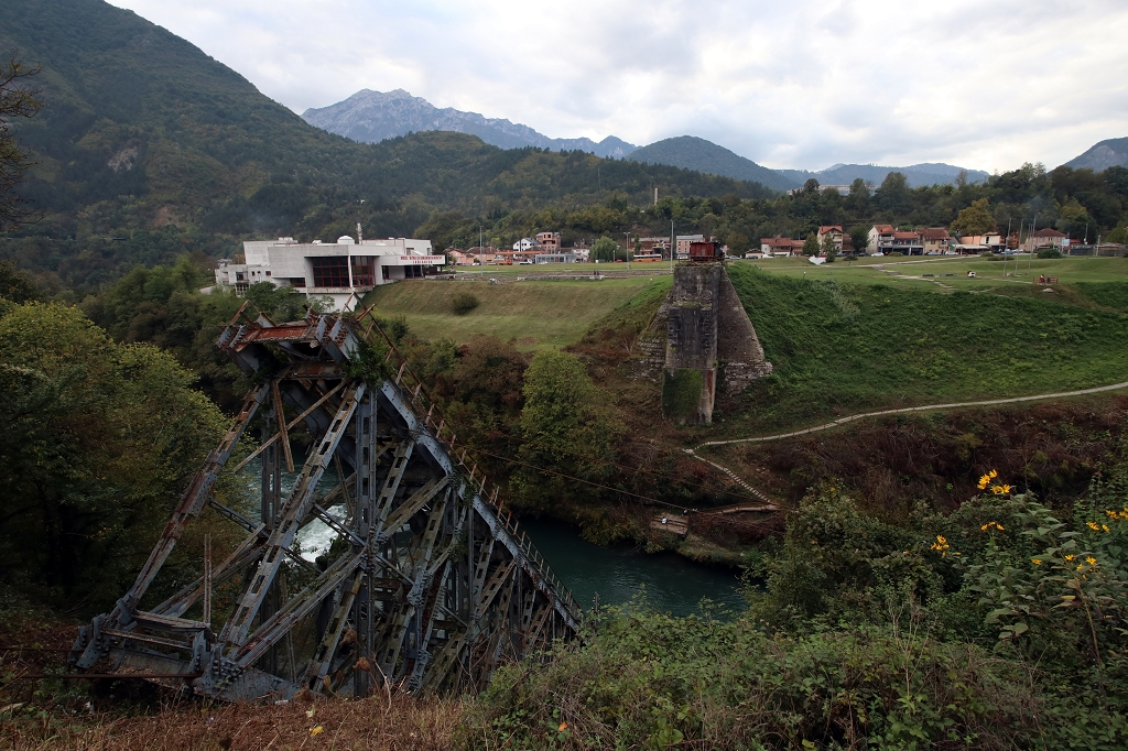 Zerstörte Eisenbahnbrücke in Jablanica