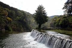 Blick auf die Pliva und die kleinen Wasserfälle von Jajce