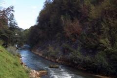 Weg zur Aussichtsplattform auf den Wasserfall in Jajce