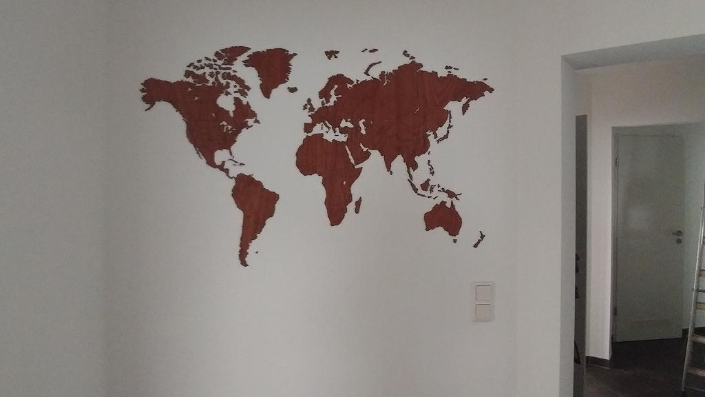 Projekt Weltkarte im Flur anbringen - geglückt