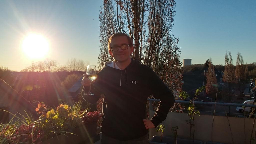 Und zum Sonnenuntergang kann man den Tag mit einem guten Glas Wein ausklingen lassen
