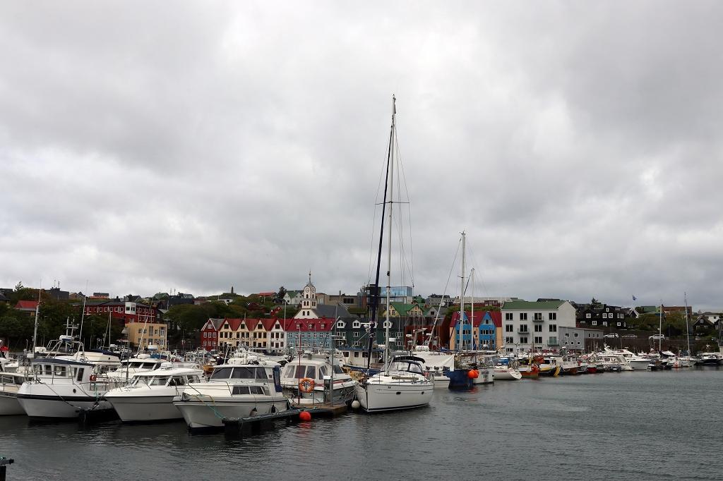 Am Hafen in Tórshavn
