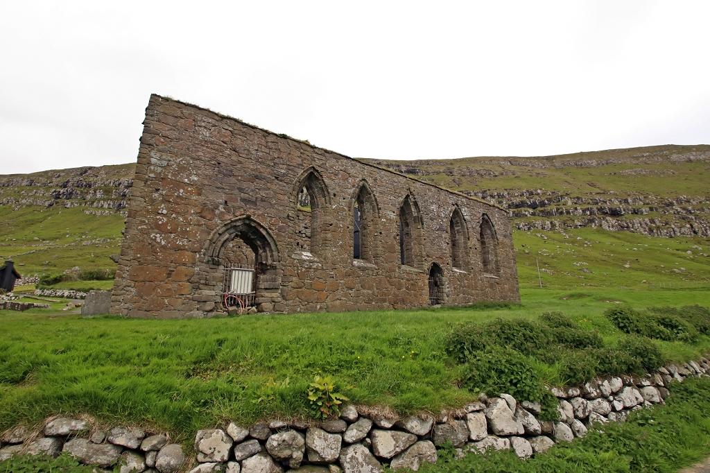 Ruine des Magnusdoms in Kirkjubøur