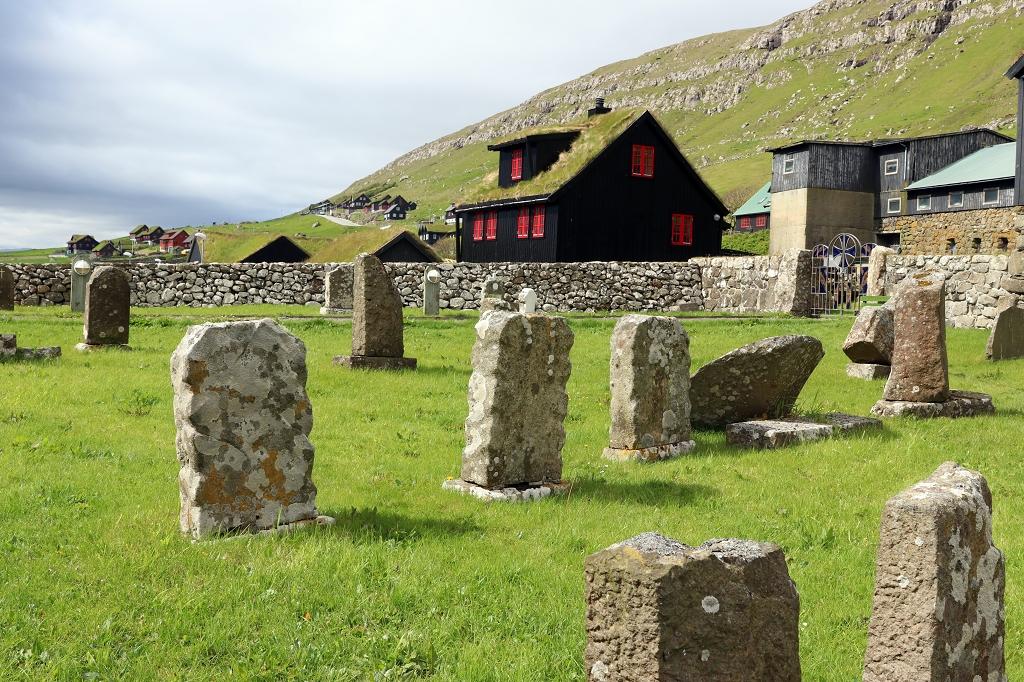 Friedhof an der Sankt-Olavs-Kirche in Kirkjubøur