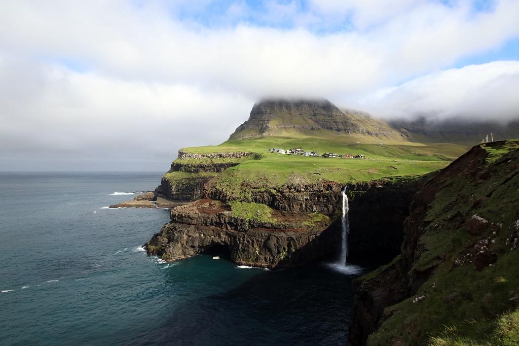 Mulafossur Wasserfall in Gásadalur