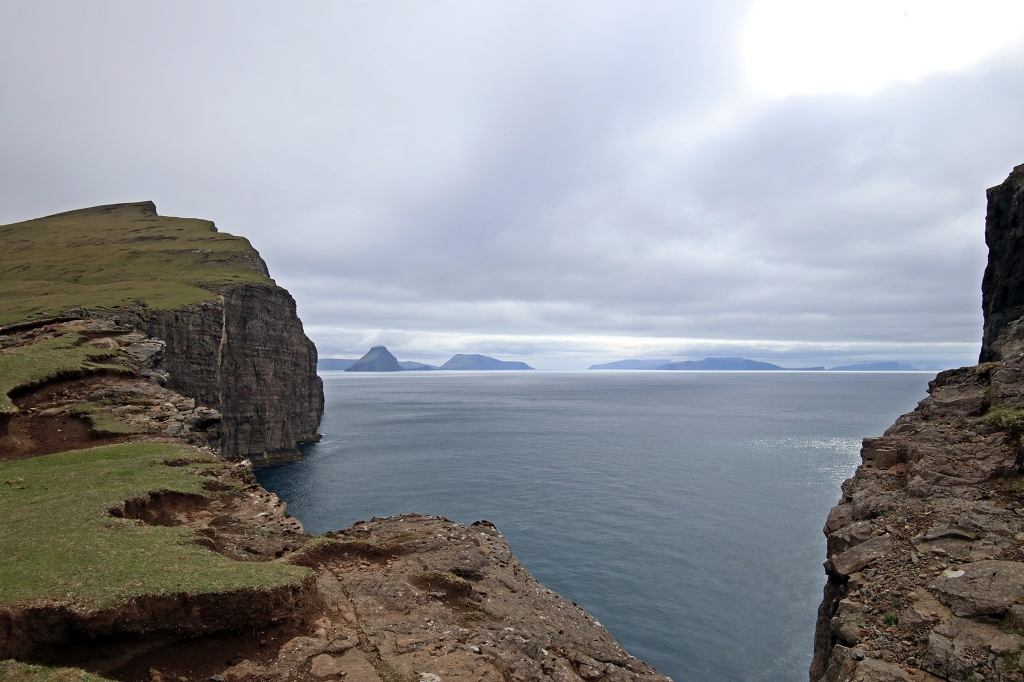 Aufstieg zum höchsten Punkt des Kliffs Trælanípa