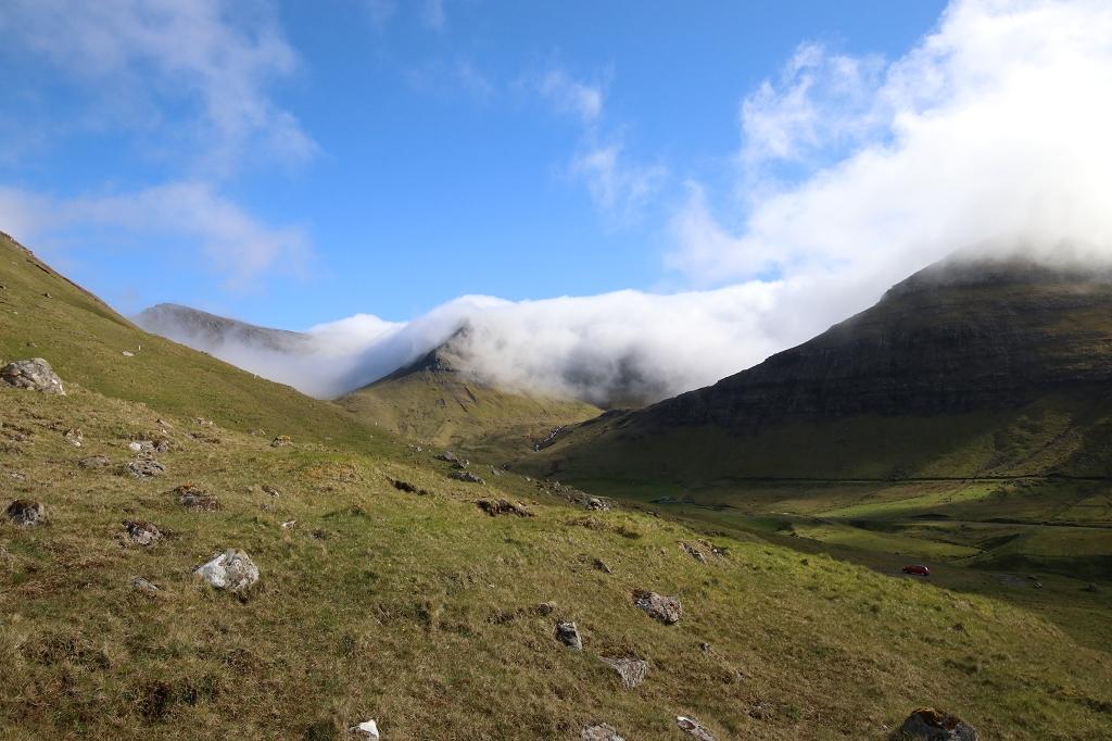 Ausblick auf die Berglandschaft Färöer