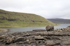 Abstieg zum Ufer des Sørvágsvatn/Leitisvatn
