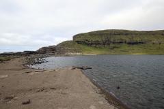 Am Ufer des Sørvágsvatn/Leitisvatn