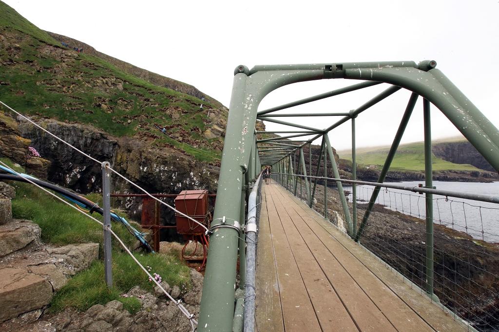 Auf der Atlantischen Brücke Mykines