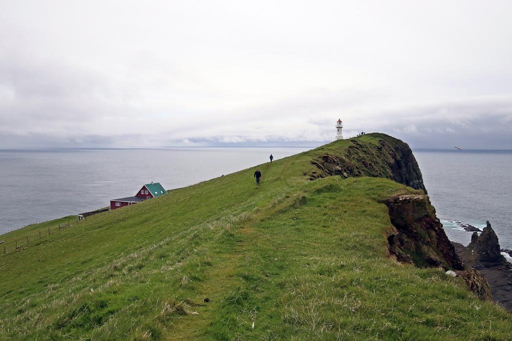 Wanderweg zum Leuchtturm auf Mykineshólmur, Färöer