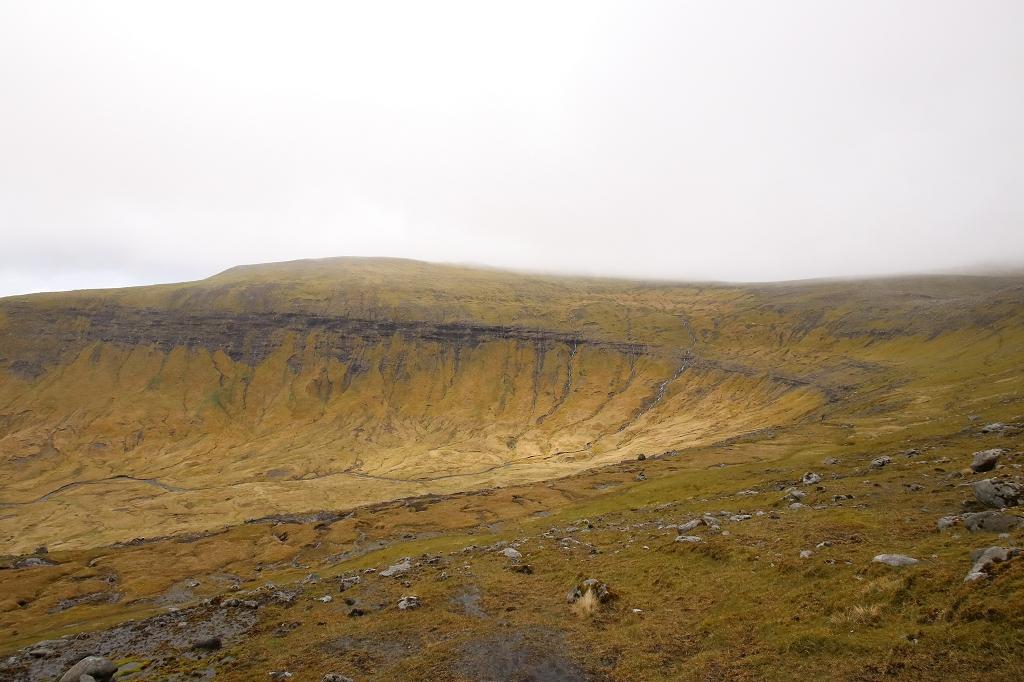 Talkessel auf der Wanderung von Saksun nach Tjørnuvík