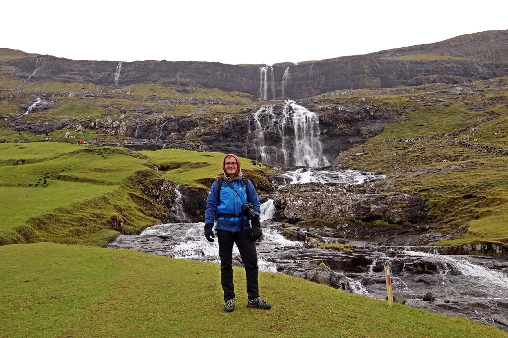 Wasserfall am Beginn der Wanderung in Saksun