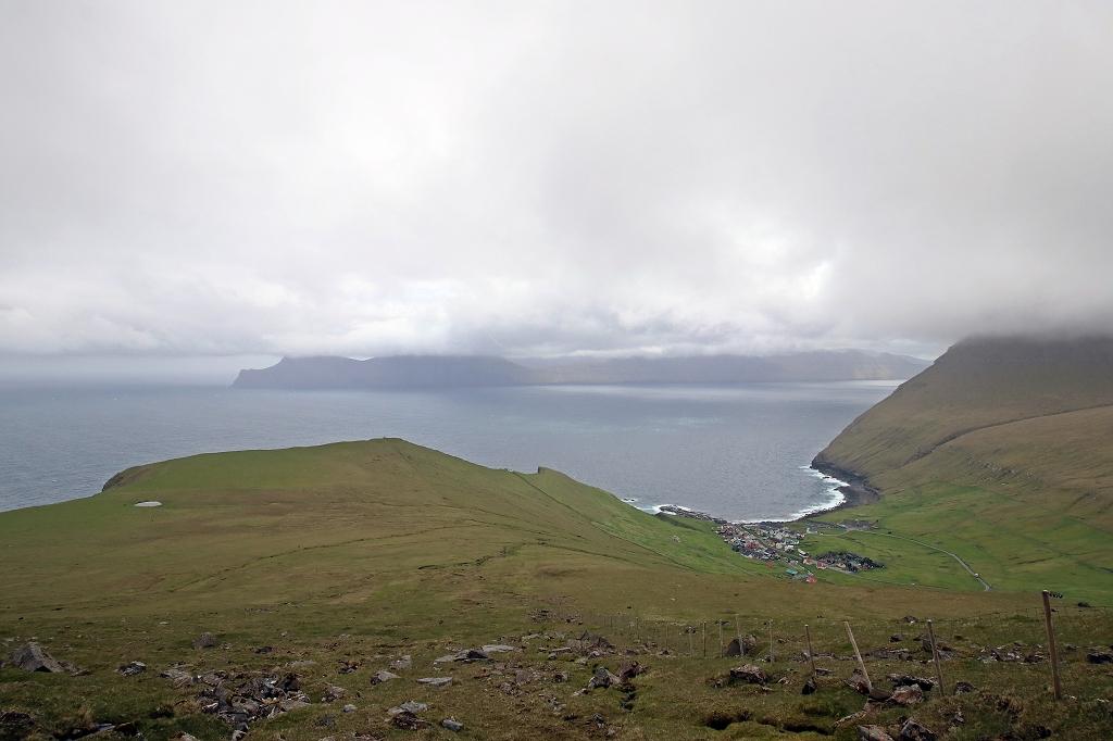 Ausblick auf die Steilküste und Gjógv