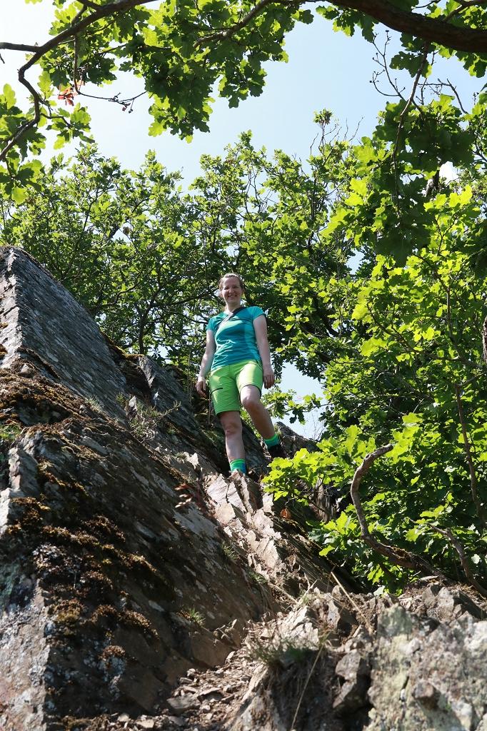 Gratwanderung über die Engelsley in Altenahr - Abstieg vom Gipfel Engelsley