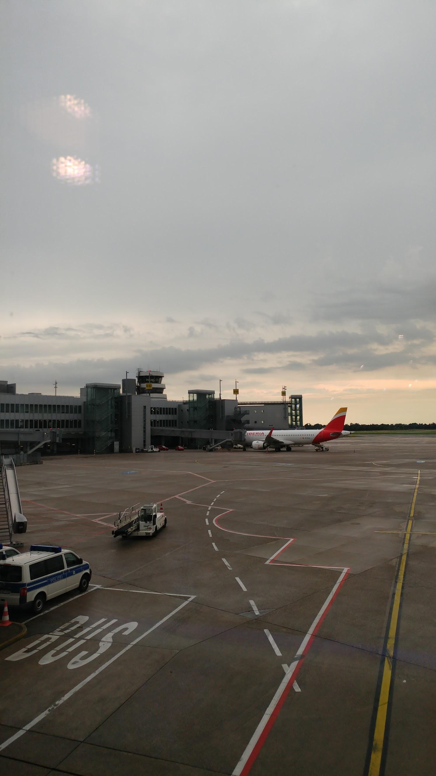 Warten auf den Abflug am Flughafen Düsseldorf