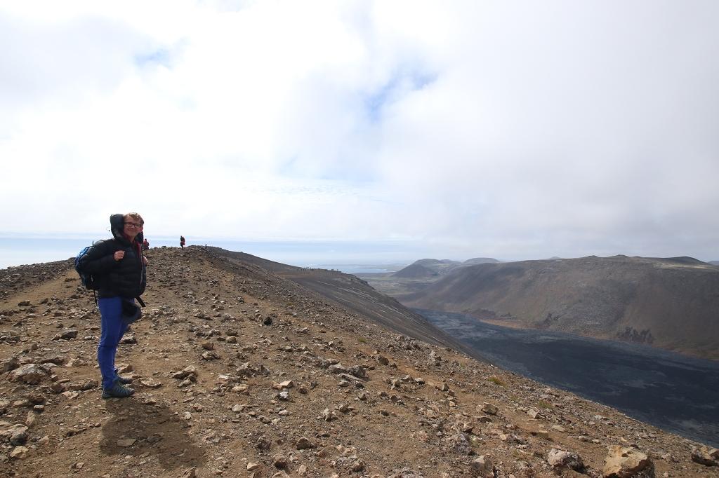 Abstieg vom Gipfel des Langihryggur