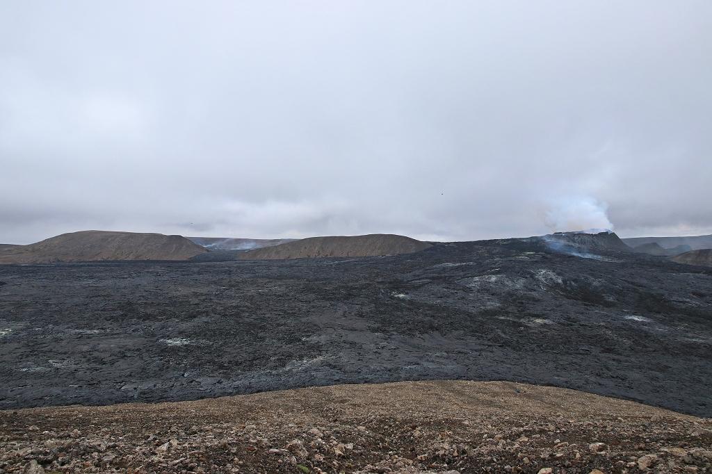 Blick vom Hang des Stóri-Hrútur auf den Vulkankrater