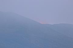 Das rote Schimmern der Eruption - der Vulkan ist aktiv