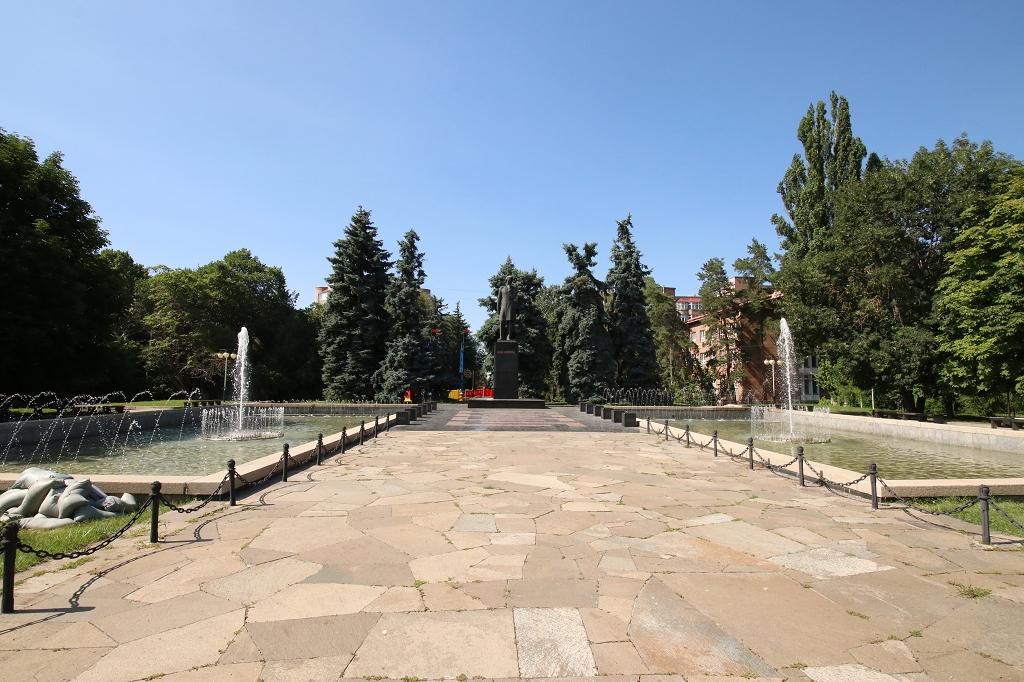 Park gegenüber der Kasachischen Akademie der Wissenschaften