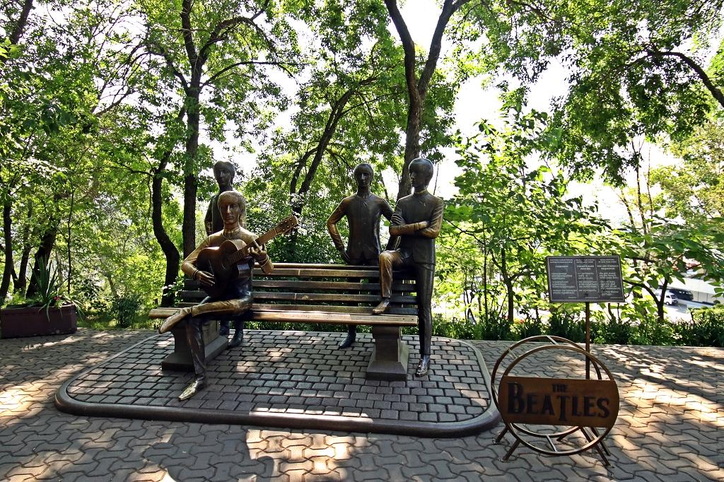 Beatles-Denkmal auf dem Kök-Töbe