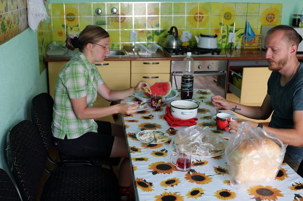 Frühstück im Hostel im Turgen-Tal