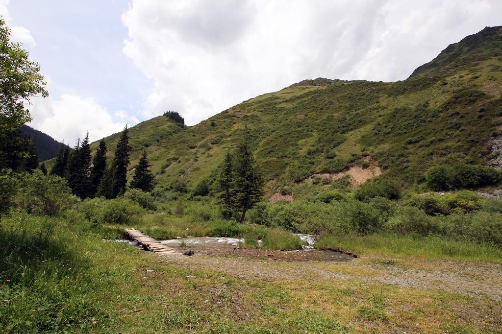Picknickplatz auf einem Hochplateau im Turgen-Tal