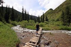 Wackelige Holzbrücke über den Turgen