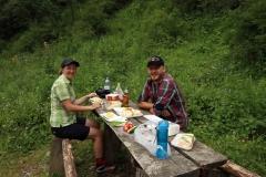 Mittagessen am Picknickplatz auf dem Hochplateau im Turgen-Tal