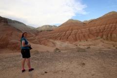 Auf dem Aussichtshügel lassen sich die Aktau-Berge noch besser bestaunen