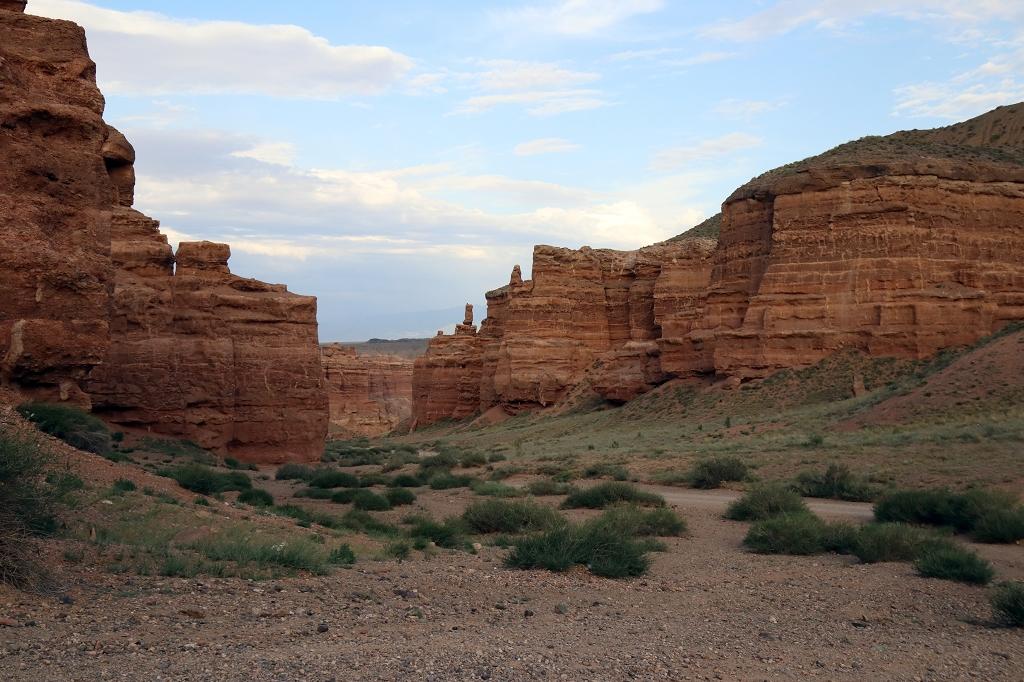 Abzweig hinauf zum Aussichtspunkt im Scharyn-Canyon