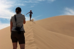 Aufstieg zur Singenden Düne im Altyn-Emel-Nationalpark