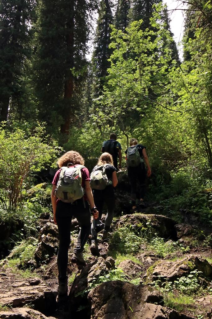 Letzte Bergaufpassage vorm Erreichen des Mittleren Kolsaisees