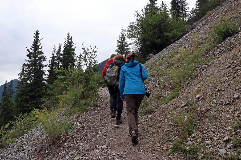 Wanderung vom Unteren Kolsaisee zum Mittleren Kolsaisee