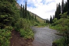 Zufluss des Gebirgsflusses am Unteren Kolsaisee