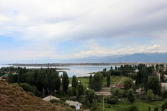 Blick auf den Issyk-Kol vom Przhewalsky Memorial Museum in Karakol