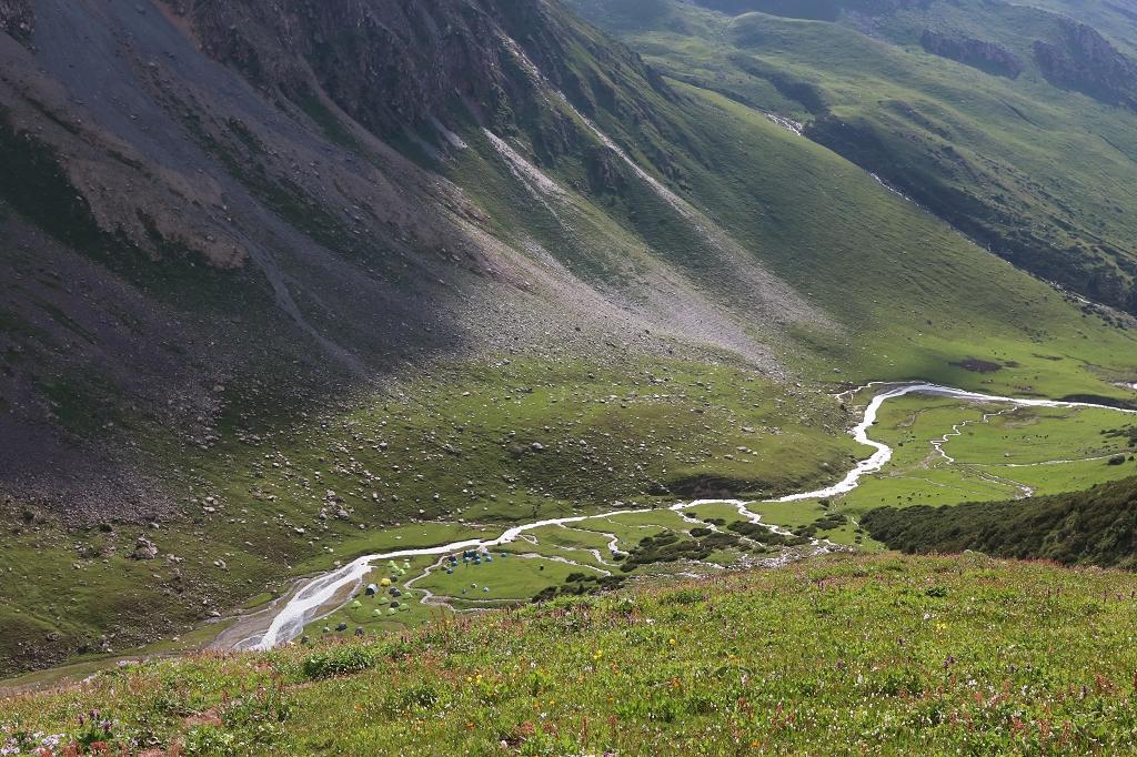 Blick auf das Eco-Track-Camp am Teleti Pass