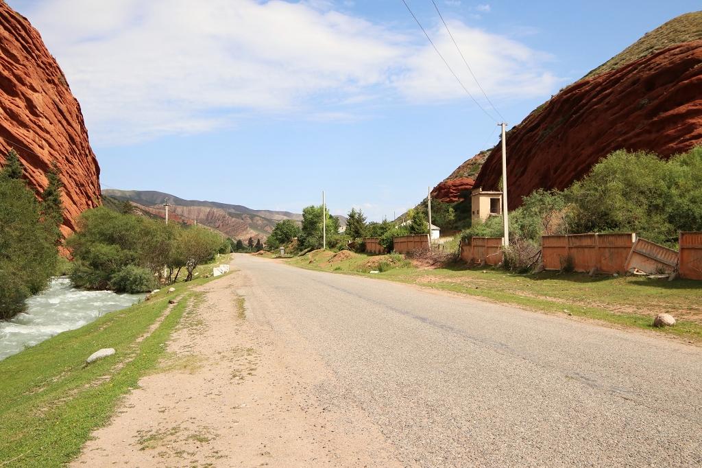 Straße nach Jeti-Öguz