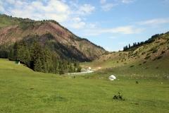 Im Tal des Jeti-Öguz Flusses
