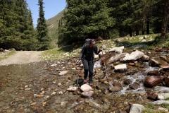 Kleine Flussquerung auf unserer Wandertour