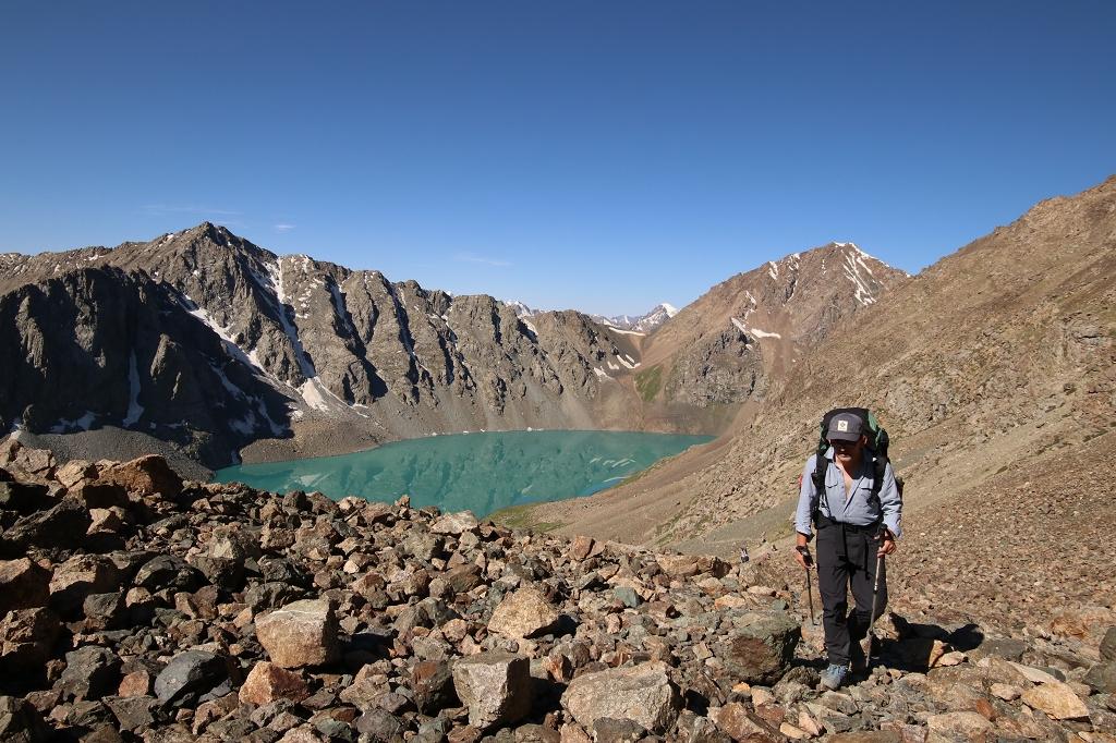 Steil bergauf gehts die letzten Meter über loses Gestein