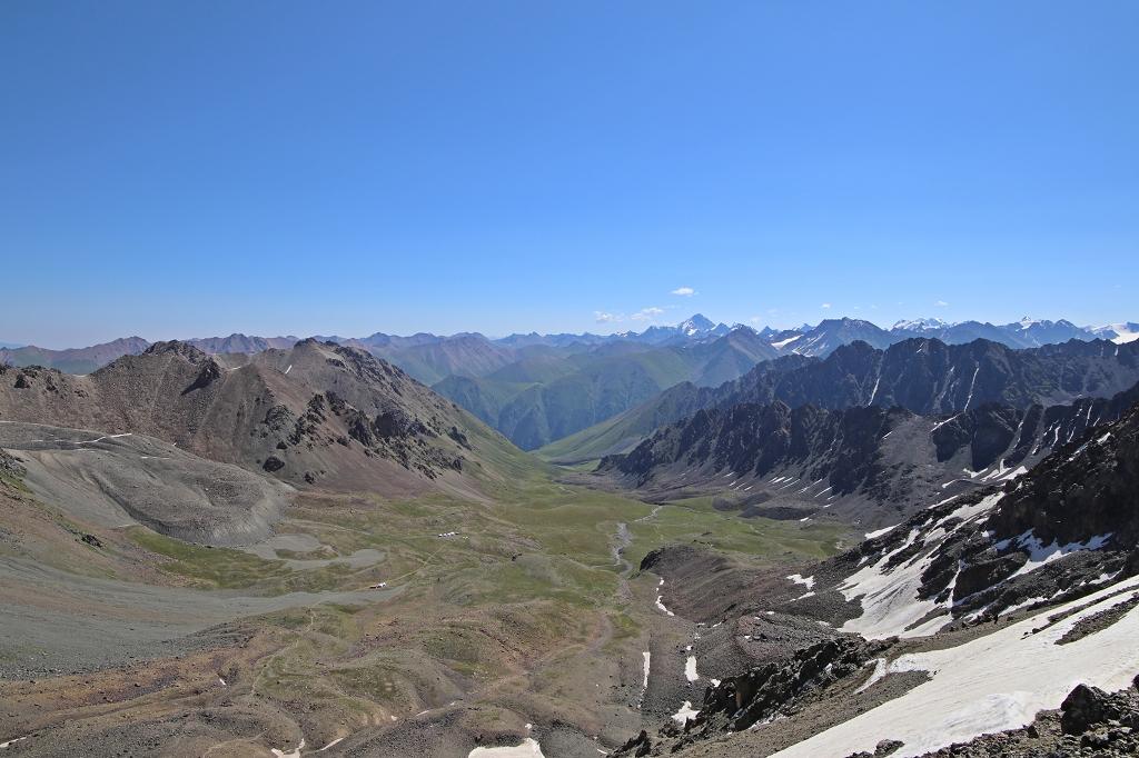 Und der weite Blick in das Altyn-Araschan-Tal