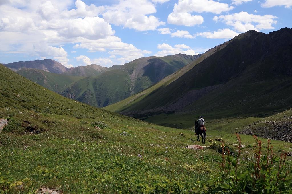 Das grüne Altyn-Araschan-Tal