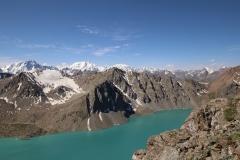 Der Ala-Kol und die hohen Gipfel des Tien-Shan-Gebirges