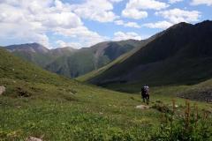 Durch das grüne Altyn-Araschan-Tal gelangen wir weiter abwärts