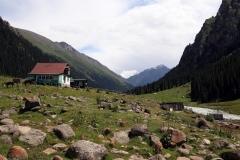 Die hohen Gipfel des Tien-Shan-Gebirges sind kaum noch zu erkennen